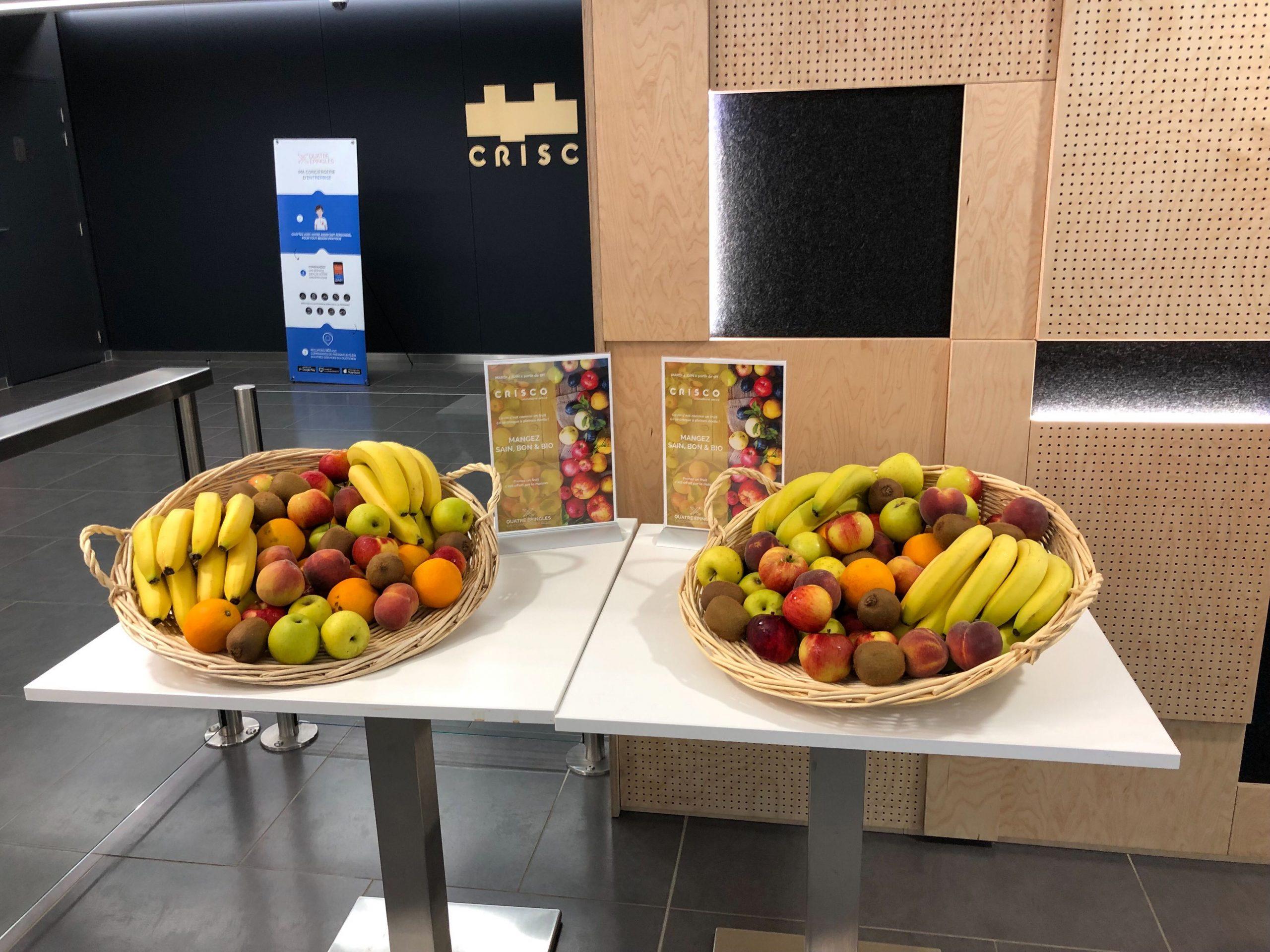 Animation QVT: Distribution de fruits à l'accueil par la conciergerie d'entreprise de Quatre Epingles